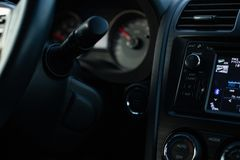 Painel frontal interior do carro para borrar a luz de nivelamento fotografia de stock