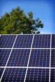 Painel solar e céu azul imagem de stock royalty free