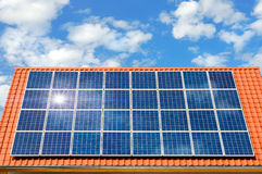 Painel solar em um telhado Imagem de Stock Royalty Free