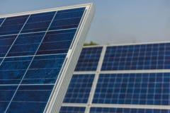 Painel solar, fonte alternativa da eletricidade - o conceito de recursos sustentáveis, e este são um sistema novo que possa gerar imagem de stock royalty free