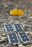 Painel solar na paisagem da montanha para gerar o poder para a expedição imagens de stock royalty free
