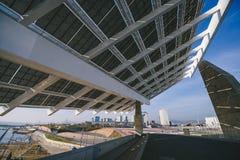 Painel solar no fórum do porto do porto, Barcelona imagens de stock