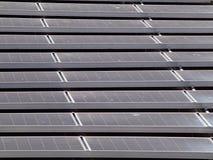 Painel solar superior do Liso-telhado Fotografia de Stock Royalty Free