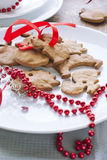 Pains d'épice de Noël avec la bande rouge Photographie stock libre de droits