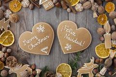 Pains d'épice en forme de coeur de Noël Photographie stock