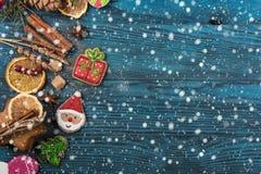 Pains d'épice pour de nouvelles années et Noël Photographie stock libre de droits