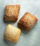 Pains frais cuits au four de pain Photos stock