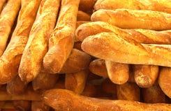 Pains français dans une boulangerie images libres de droits