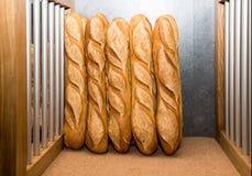Pains français sur un marché de boulangerie Images libres de droits
