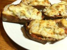 Pains grillés de poulet et de fromage Photos stock