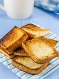 Pains grillés et café de petit déjeuner images libres de droits