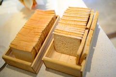 Pains sur la boîte en bois Photographie stock