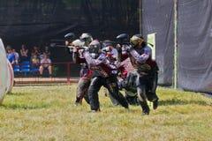 Paintball Αθλητές κατά τρόπο προστατευτικό Στοκ Εικόνες