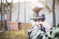 Free Paintball Player With Gun Royalty Free Stock Photo - 145740035