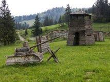 Paintballlekplats i den Volosyanka byn i Carpathians, Ukrai arkivfoto