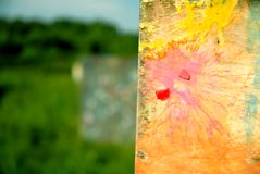 Paintballs auf einer Wand Lizenzfreie Stockfotos