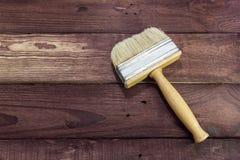 Paintbrash su un fondo di legno Fotografia Stock