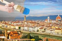 Paintbrush красит голубое небо над городом Флоренса стоковая фотография rf