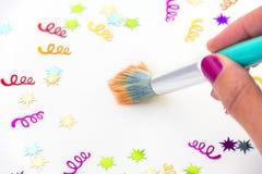 Paintbrush на холсте с спиралями и звезды разрывая вне Стоковое Фото