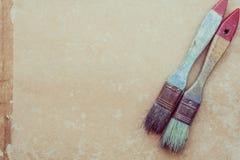 Paintbrush on grunge paper Royalty Free Stock Photos