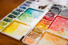 Paintbrush and paint palette Royalty Free Stock Photos