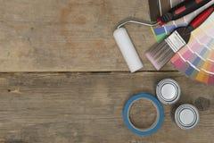 Paintbrush, rolownik, Swatches, taśma i farb puszki z Odbitkowym zdrojem, Obraz Stock