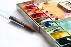 paintbrushpalettvattenfärg arkivbilder
