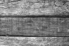 Painted困厄了木纹理照片 与被风化的高明的线的灰色木材板 免版税库存照片