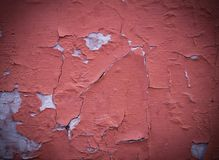 Painted ha sopravvissuto la parete strutturata incrinata con la scenetta fondo, esteriore immagini stock