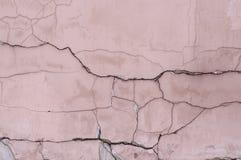 Painted ha sopravvissuto la parete strutturata incrinata fondo, esteriore fotografie stock libere da diritti