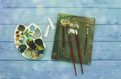 Painter equipement easel colors wood workspace Royalty Free Stock Photos