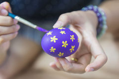 Painting the Easter egg Stock Photography