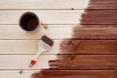 Painting a wooden shelf using paintbrush Royalty Free Stock Photos