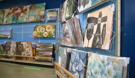 Paintings on shelves selling Royalty Free Stock Image