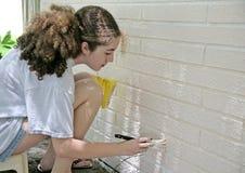 paintingtrim nastolatków. Obrazy Stock