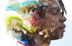 Paintography Profilstående för dubbel exponering av en unga africa arkivbilder