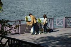 Paintors op het werk in Ples-stad, Rusland stock afbeeldingen