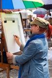 Paintress dans Montmartre, Paris Image libre de droits
