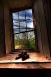 Paio di scarpe dalla finestra Fotografia Stock Libera da Diritti
