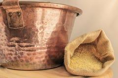 Paiolo de cobre para el polenta Fotografía de archivo libre de regalías