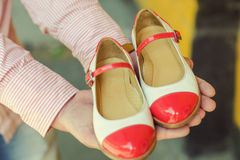 A pair of bright summer shoes. In hands Royalty Free Stock Photos