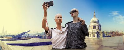 Pair of dummies tourists take a selfie. In front of cityscape of london. concept people travelin royalty free stock photos