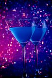 A pair of glasses of blue cocktail on table Royalty Free Stock Photos