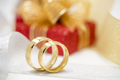 Pair of golden wedding rings Royalty Free Stock Photography