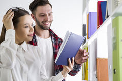 Pair of happy students in a library Stock Photography