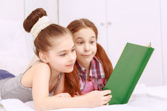 Pair of little girls reading book Royalty Free Stock Photos