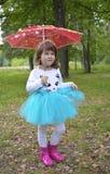 Pair mignon heureux de vert d'enfant d'enfance d'automne de ressort de personnes de beauté de mode d'acclamation de joie d'enfant Photos libres de droits