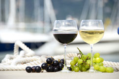 Pair of wineglasses and grapes Stock Images