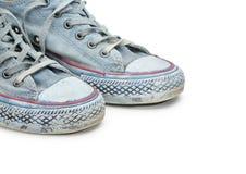 Paires d'espadrilles bleues d'isolement sur le fond blanc Images stock