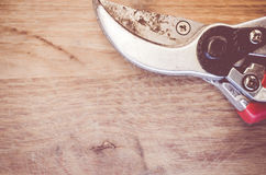 paires d'haut étroit de ciseaux usés de jardin Photographie stock libre de droits
